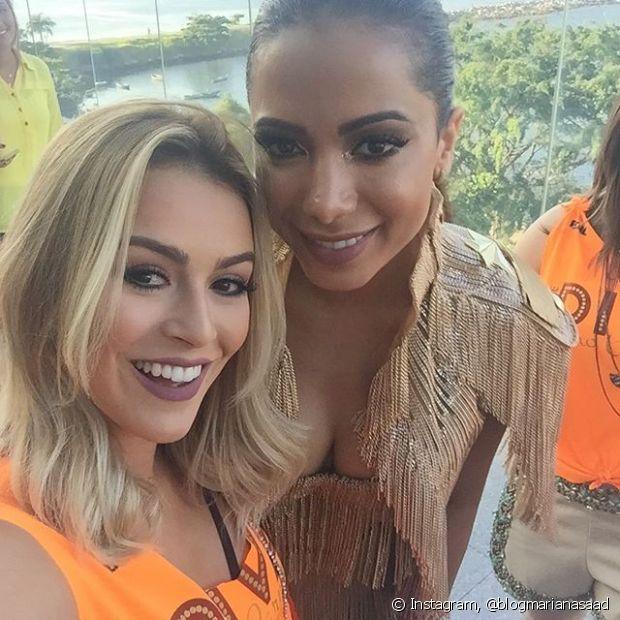 Nossas divas Mariana Saad e Anitta no trio elétrico do Bloco das Poderosas, que aconteceu no sábado após o carnaval