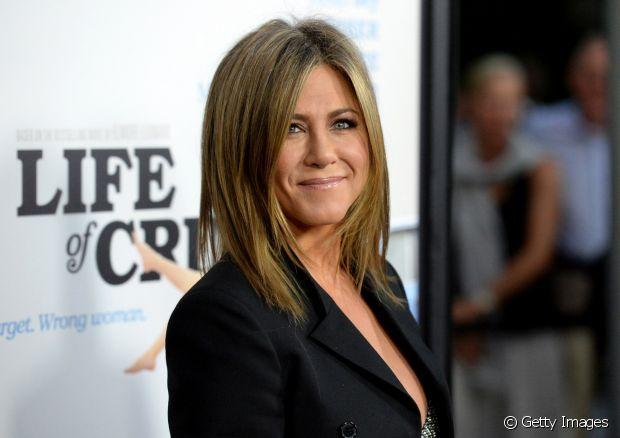 médio e repicado: o corte de cabelo imortalizado por Jennifer Aniston nunca sai de moda e é uma opção fácil, prática e que agrada e fica bem em quase todas as mulheres