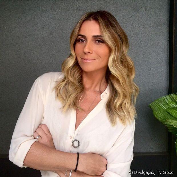 Ondulados: longos ou com fios na altura dos ombros, os cachos nas pontas do cabelo deixam o visual mais moderno e sofisticado