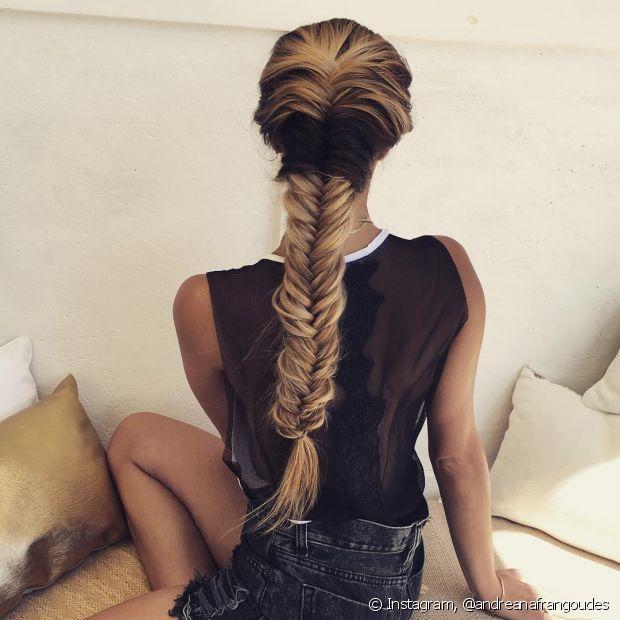 Deixe os gominhos da trança bem apertadinhos para o penteado durar mais tempo
