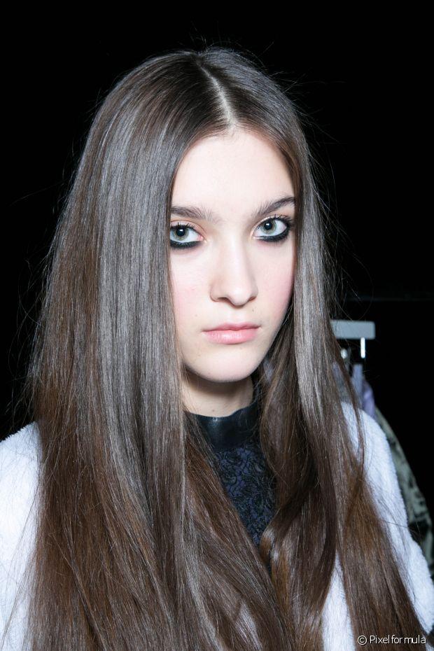 Como deixar o cabelo liso escorrido com a chapinha  Dicas para um ... b805b672a6ab