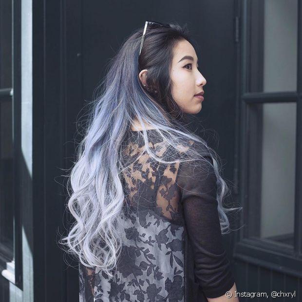 Para conseguir o estiloso denim hair, você pode usar coloração, tonalizante ou uma cor fantasia. Tudo vai depender da sua preferência