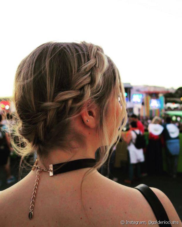 As tranças laterais podem ser usadas em coques também, o penteado ainda fica mais romântico desse jeito