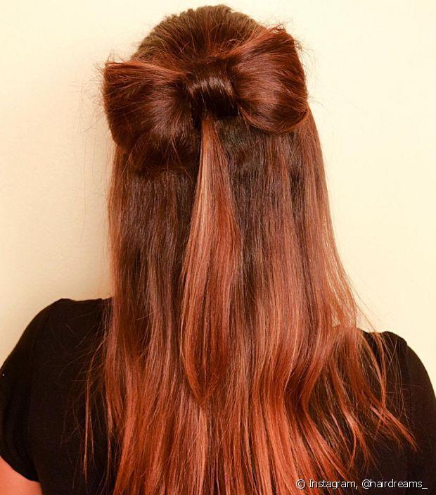Que tal um laçarote feito com o próprio cabelo?