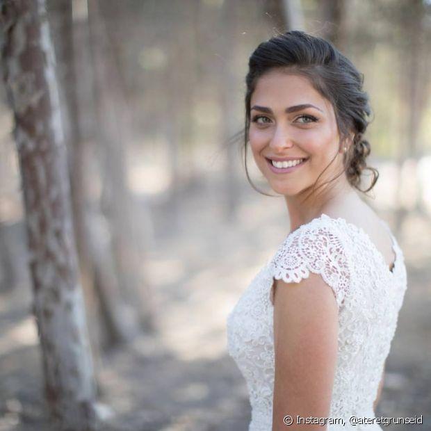 Os penteados de noiva, presos ou soltos, precisam ter a identidade da noiva (Foto Instagram: @ateretgrunseid)