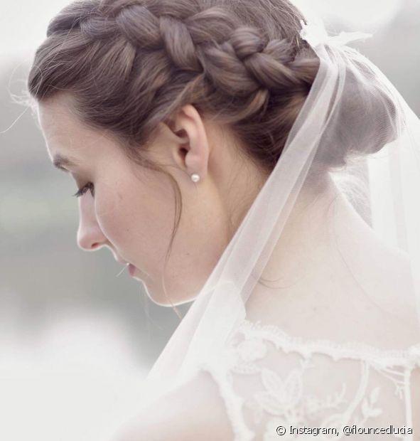 Os penteados para noiva com tranças deixam o visual super charmoso (Foto Instagram: @flouncedlucia)