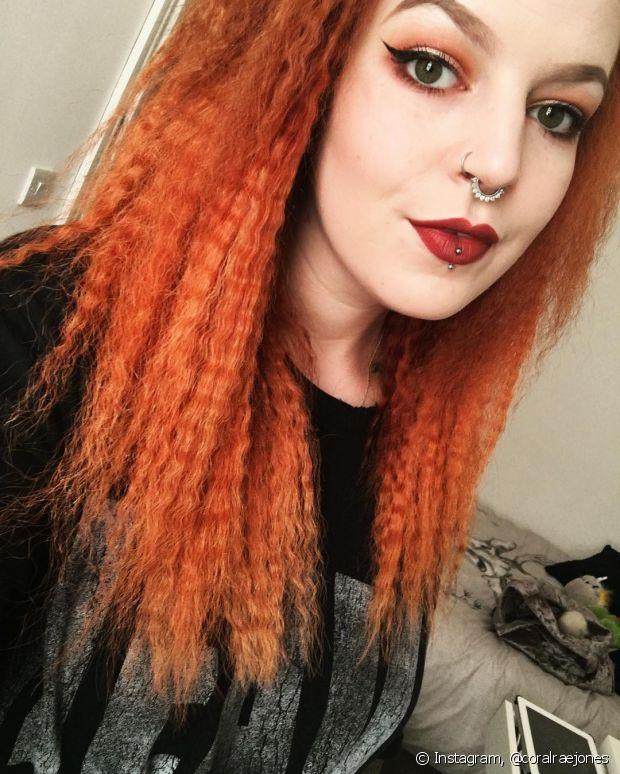 Os cabelos coloridos também podem usar a técnica, sempre lembrando da importância das hidratações semanais