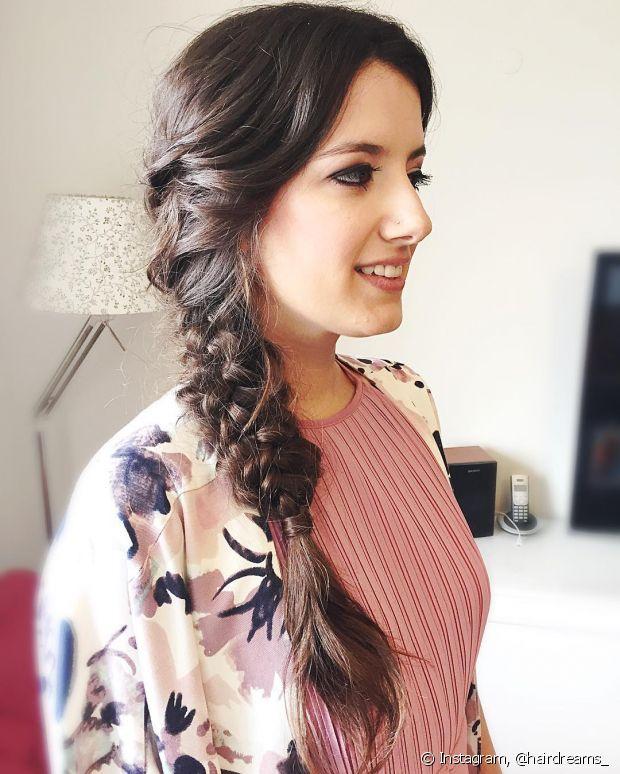 Dependendo do comprimento do seu cabelo, dá para deixá-la caída sobre os ombros, fica linda!