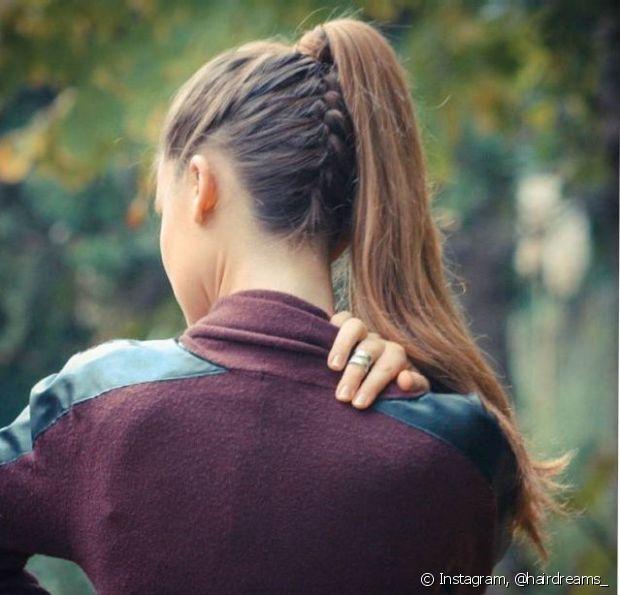 Apesar de parecer um penteado difícil, o trançado invertido nada mais é do que uma trança feita de baixo para cima