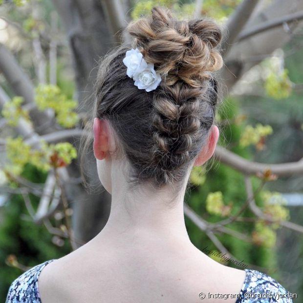 O penteado também pode ser usado em ocasiões que pedem um visual mais sofisticado e arrumado