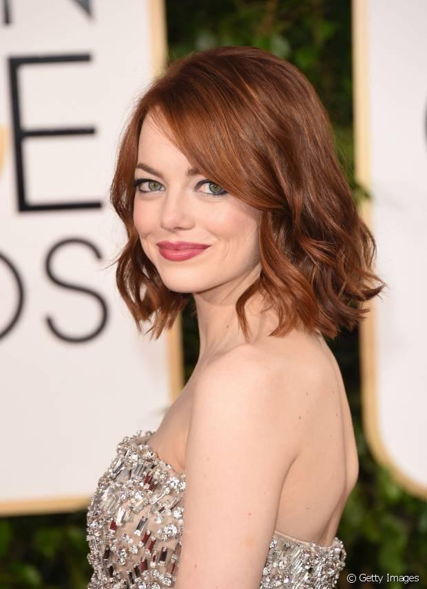 Emma Stone é uma das apaixonadas por cabelos curtos e ondulados