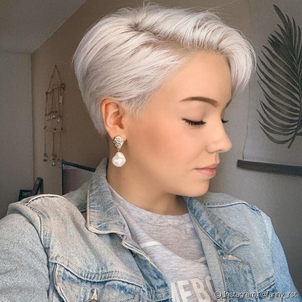 O cabelo descolorido combina com os fios mais curtos (Foto: Instagram, @fanny_rst)