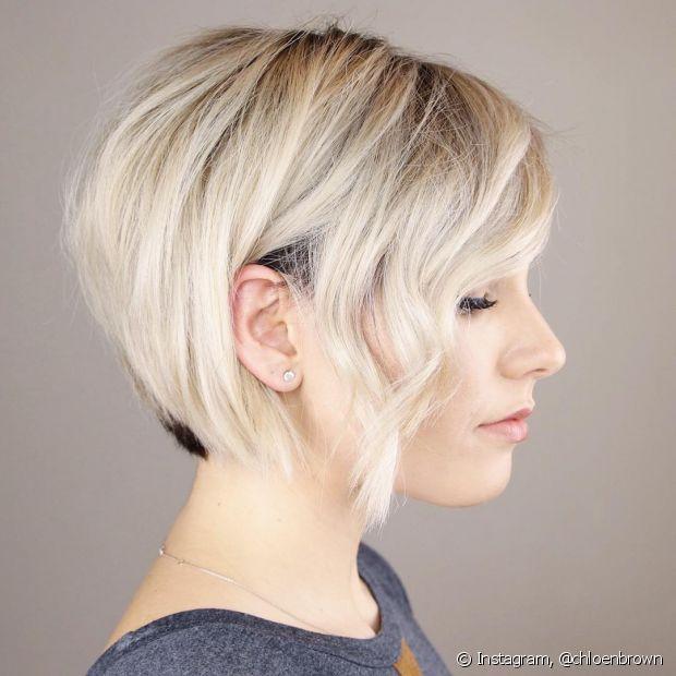 Optar pela franja lateral longa nos cortes pixie é uma ótima dica para ter um pouco mais de comprimento para penteados