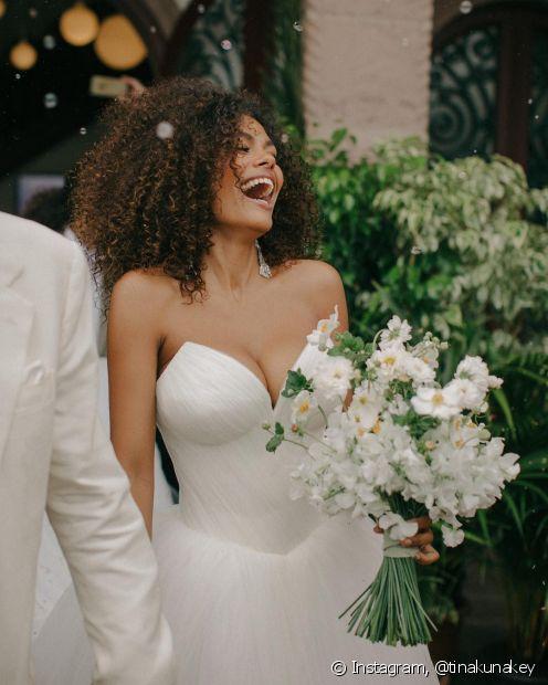Usar os cabelos soltos no casamento é uma ótima opção para quem não é muito fã dos penteados