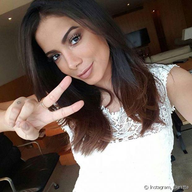 Quer ter cabelos macios e brilhosos como a Anitta? Invista na linha Nutrição Poderosa!