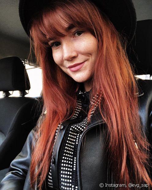 O cabelo vermelho combina com todos os tipos de cabelo e precisa de atenção redobrada ao cuidar dos fios (Foto: Instagram, @evg_sap)