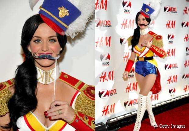 Katy Perry vestida de soldado da realeza