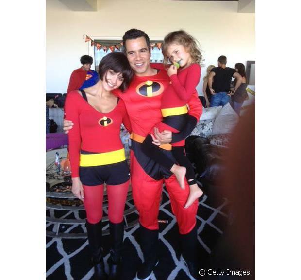 Jessica Alba, o marido Cash Warren e a filha Honor Marie foram de família Os Incríveis