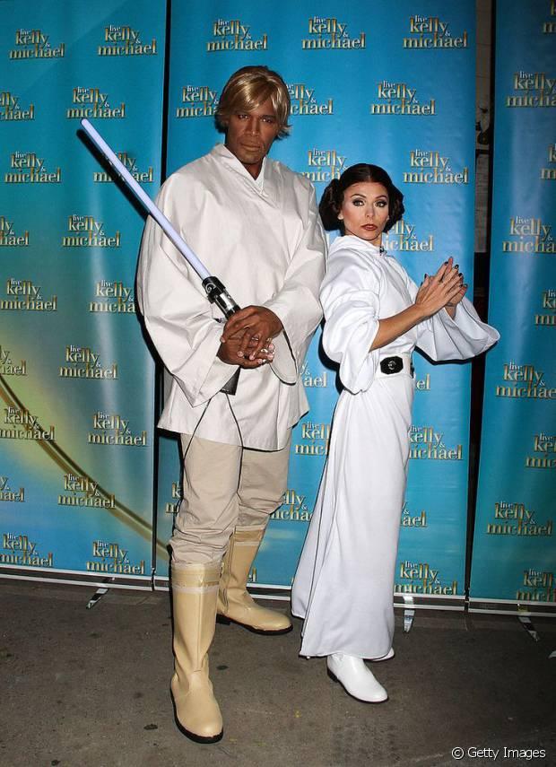 Os apresentadores de TV Kelly Ripa e Michael Strahan já se vestiram de Princesa Leia e Luke Skywalker