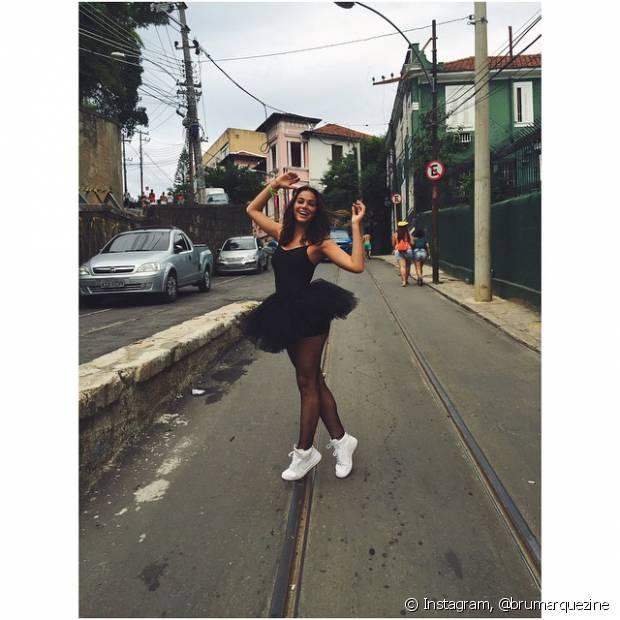 Bruna Marquezine curtiu o carnaval 2015 vestida de Cisne Negro