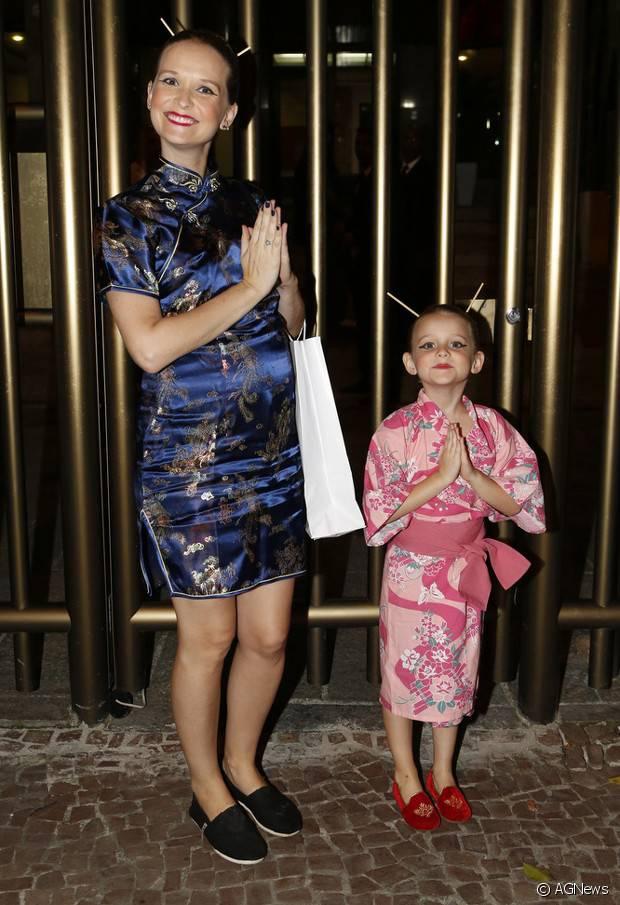 A atriz Fernanda Rodrigues e a filha Luísa vestidas de gueixas