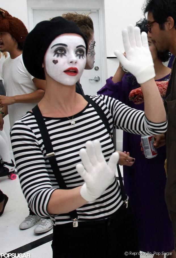 Christina Ricci de mímica em uma festa a fantasia em 2009