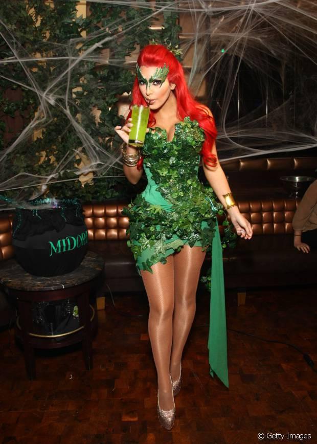 Em 2011, Kim Kardashian se fantasiou de Hera Venenosa no Halloween
