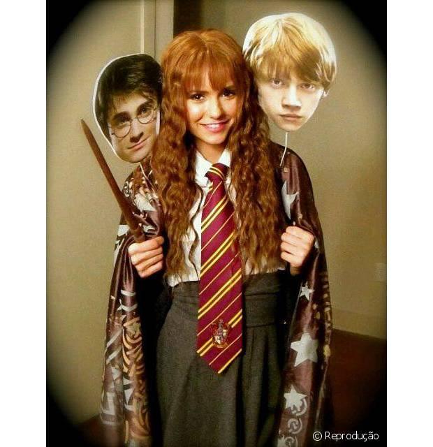 Nina Dobrev se vestiu de Hermione e não deixou Harry Potter e Rony Wesley de fora
