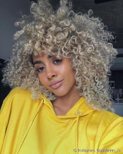 O cabelo platinado requer alguns cuidados e tratamentos específicos para garantir a saúde dos fios (Foto: Instagram, @goldennn_xo)