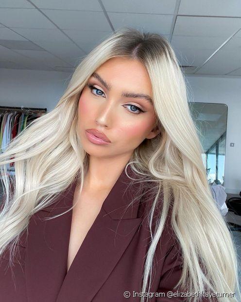 Mulheres de pele clara podem investir no loiro platinado branco  (Instagram @elizabethkayeturner)