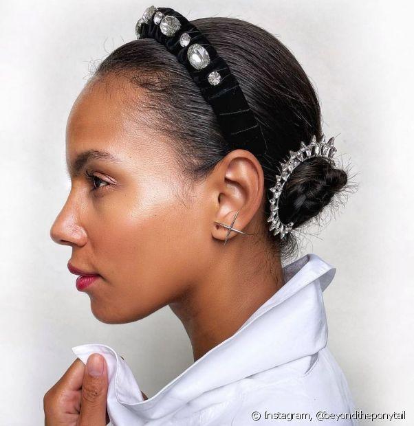 Os coques também são ótimas alternativas de penteados de madrinha para casamento. (Foto: Instagram @beyondtheponytail)