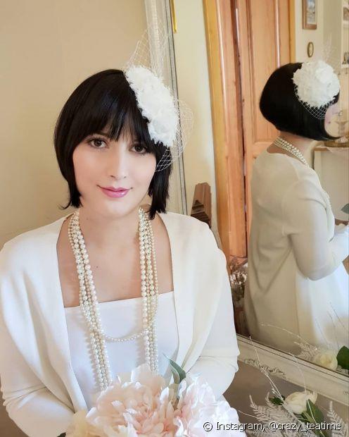 O casquette é mais um acessório clássico e elegante que pode compor os penteados para madrinha de casamento. (Foto: Instagram @crazy_teatime)