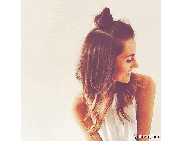 O half-bun é um penteado bem simples e superestiloso que promete fazer a cabeça da mulheres brasileiras para o verão