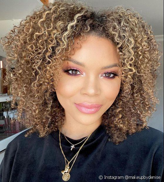 O filtro UV protege os cabelos loiros do desbotamento e pode ser encontrado nas próprias fórmulas das colorações. Saiba mais! (Foto: Instagram @makeupbydenise)
