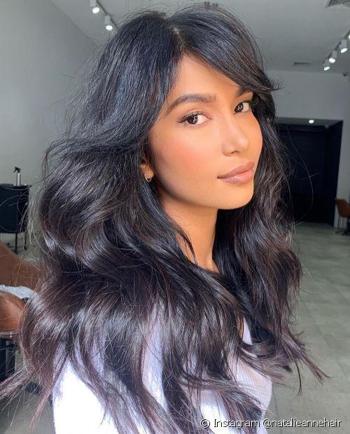 Quer ter o cabelo castanho escuro? Saiba como alcançar a cor e mantê-la sempre brilhosa (Foto: Instagram @natalieannehair)