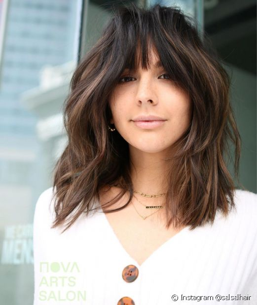 O corte de cabelo repicado ajuda a dar volume no cabelo liso (Foto: Instagram @salsalhair)