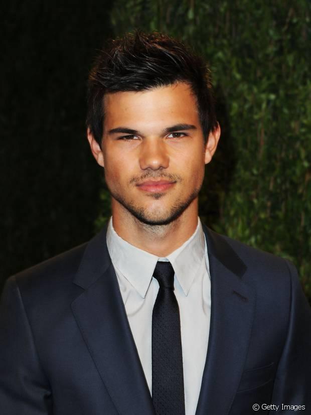 Taylor Lautner também prefere os fios com topete levemente bagunçados