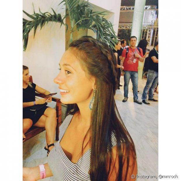 Marcela Marques escolheu uma tiara de trança no stand do penteado Fique Diva