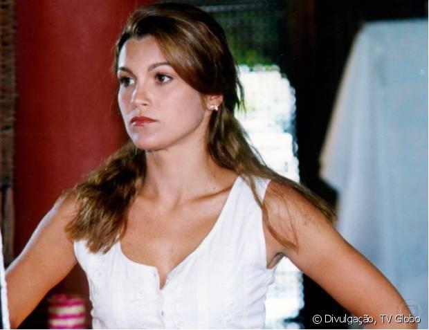 Em 1998, Flávia Alessandra exibiu cabelos mais escuros na novela 'Meu Bem Querer'