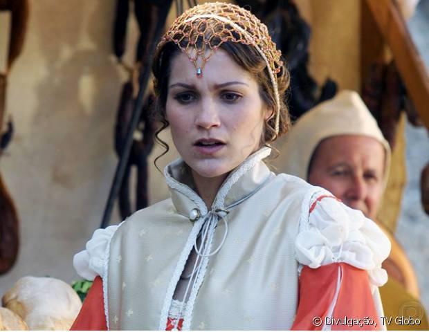 Flávia Alessandra também exibiu cabelos escuros na novela 'O Beijo do Vampiro' (2002)