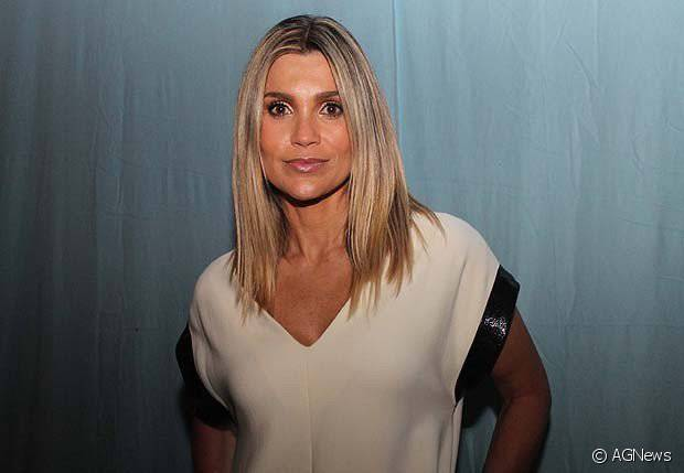 Flávia Alessandra tem preferência pelos cabelos loiros na vida real, mas a atriz já passou por algumas transformações por conta de suas personagens