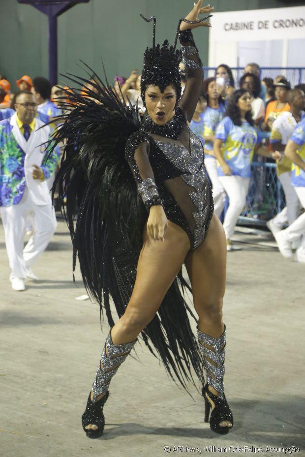 """Juliana Alves representou uma vespa no enredo """"Semeando Sorriso, a Tijuca festeja o Solo Sagrado"""", que homenageou a cidade Sorriso, do Mato Grosso"""