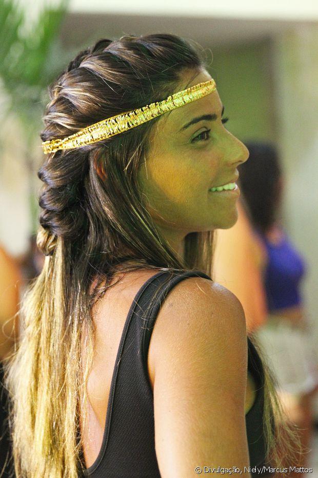 Quem compareceu ao show da poderosa Anitta pode fazer penteados no camarim Fique Diva com a Niely