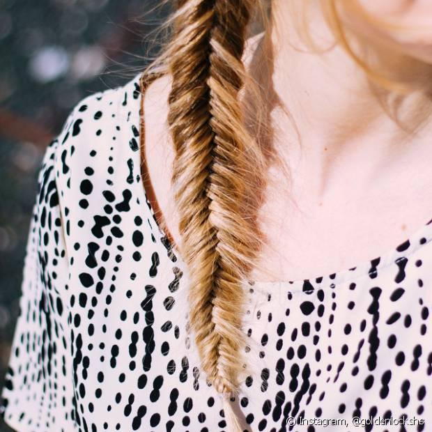 Se você tem uma festa chiquérrima para ir ou uma balada à noite e não sabe o que fazer no cabelo, um penteado todo preso não tem erro!
