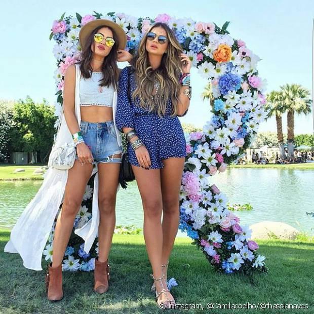 As blogueiras Camila Coelho e Thássia Naves curtiram o Coachella com looks fresquinhos