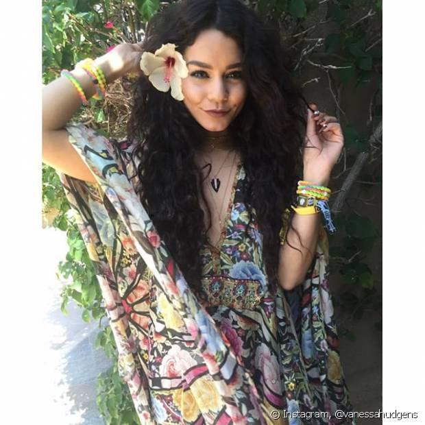 Vanessa Hudgens é fã do Coachella e escolheu um look bem hippie