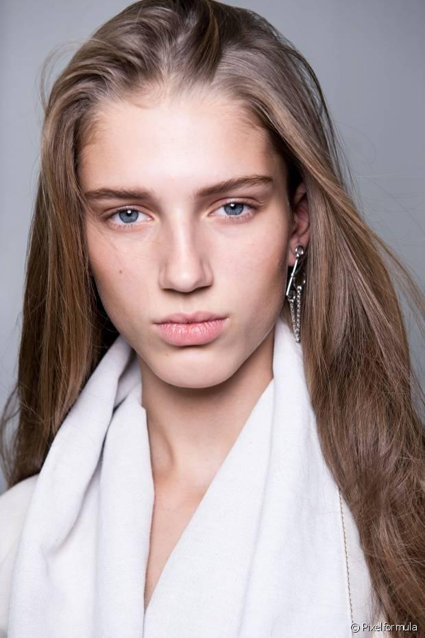 """Os óleos são super eficientes em promover o efeito brilhoso que você tanto deseja aos seus cabelos. Eles funcionam como um """"ativador"""" de brilho"""