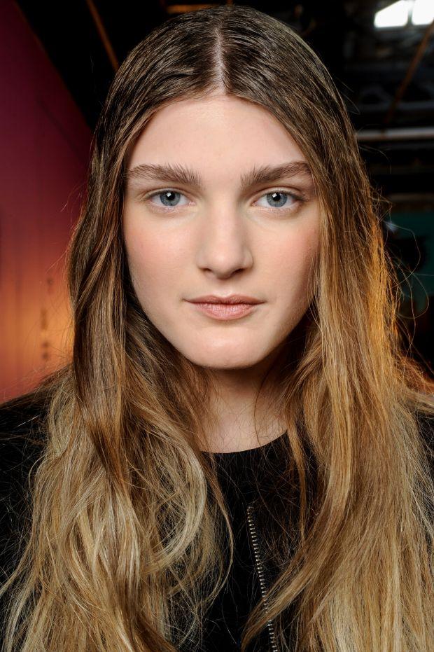 Se seu cabelo é oleoso e você costuma lavar todos os dias, o excesso de oleosidade pode estar sendo provocado por esse hábito, sabia?