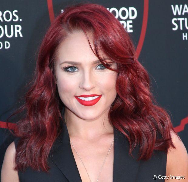 Para quem adora pintar os cabelos, os vermelhos são uma verdadeira tentação. São provocantes, imprimem muita personalidade e deixam seu look muito mais jovial