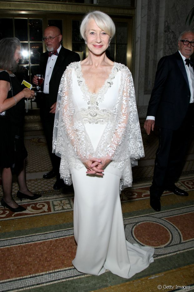 Helen Mirren também já investiu no estilo liso com franja lateral
